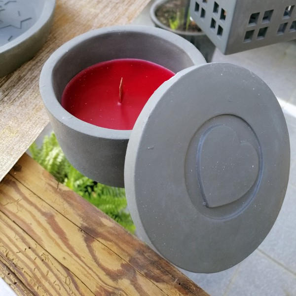 Kerze in Betondose mit Deckel 'Herz'