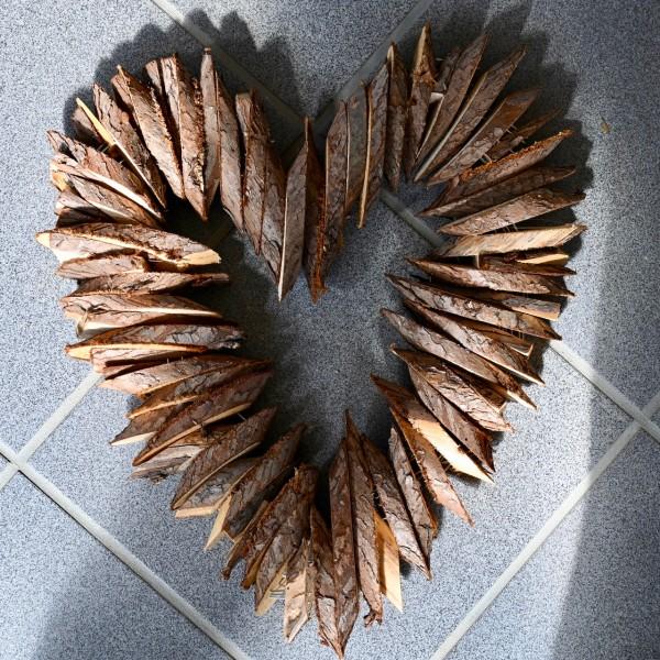 Deko-Herz aus Holzscheiben