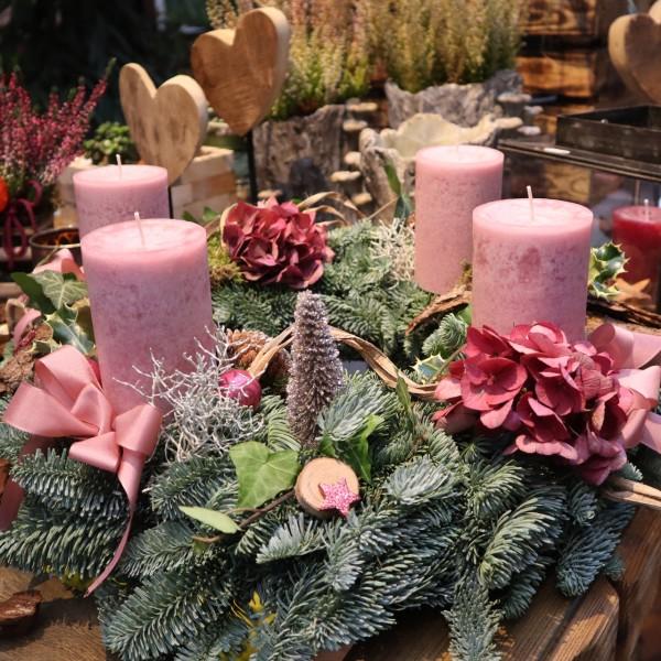 Handgefertigter Adventskranz, rosa