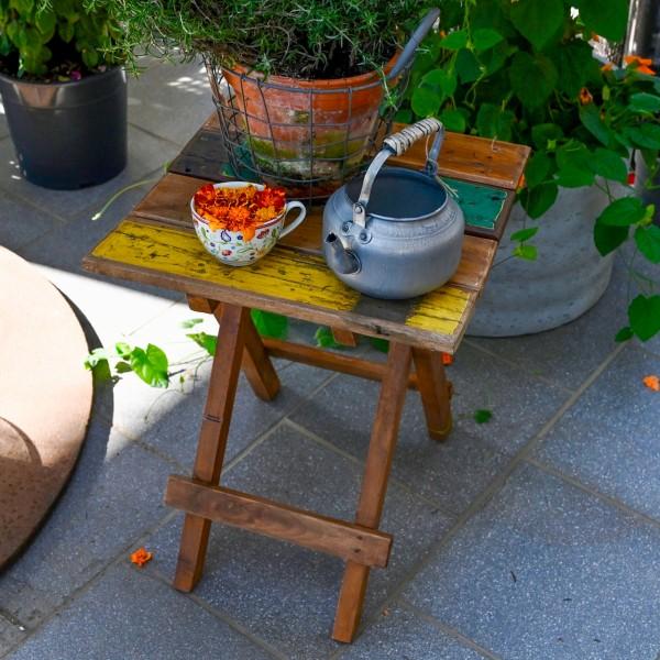 Rustikaler Holz-Beistelltisch